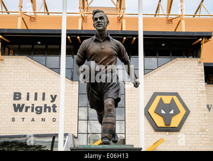 The Billy Wright statue outside stand at Molineux stadium for Wolverhampton Wanderers or Wolves football club. Wolverhampton - Stock Photo