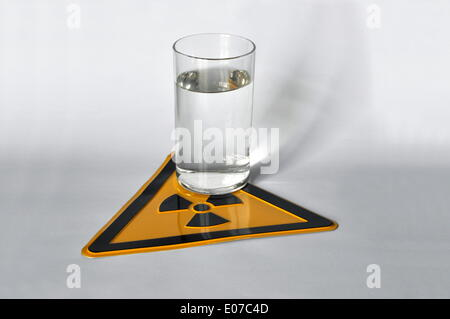 (ILLUSTRATION) A glass of water stands on a radioactivity warning sign in Germany, 03 April 2013. Photo: Berliner - Stock Photo
