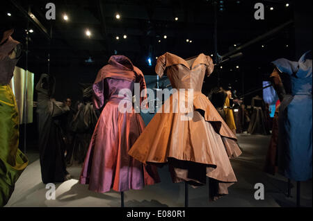 New York, USA. 5th May 2014. A show of the work of Charles James (1906-1978) opened the new Anna Wintour Costume - Stock Photo