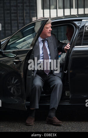London, UK. 6th May 2014. Kenneth Clarke arrives at 10 Downing Street for a Cabinet meeting, on Tuesday, May 6, - Stock Photo