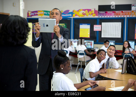 US President Barack Obama records a video on an iPad during a classroom visit with students at Buck Lodge Middle - Stock Photo