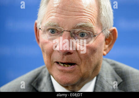 Brussels, Bxl, Belgium. 6th May, 2014. German Finance Minister Wolfgan Schaeuble talks to the press after the Ecofin - Stock Photo