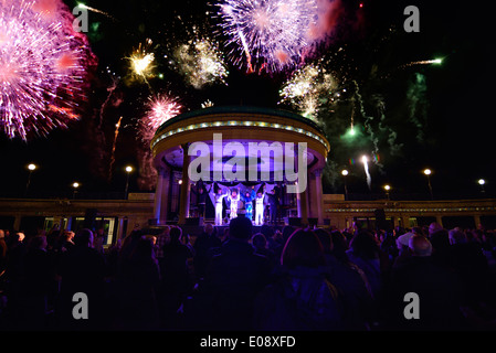 Abba tribute concert with fireworks. Eastbourne bandstand, East Sussex, England, UK - Stock Photo