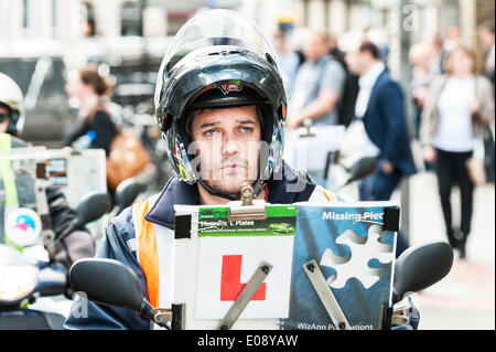 London, UK. 6th May 2014, A very fed up trainee taxi driver participating in the protest over the refusal to place - Stock Photo
