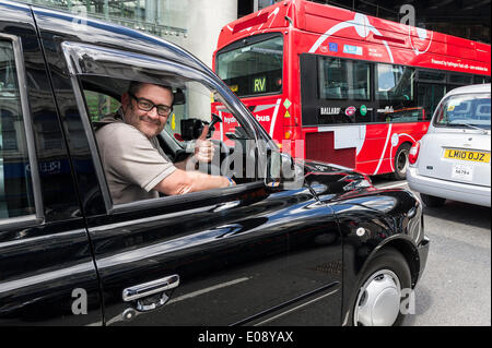 London, UK. 6th May 2014, A London black cab driver shows his support to the demonstration jamming the streets of - Stock Photo