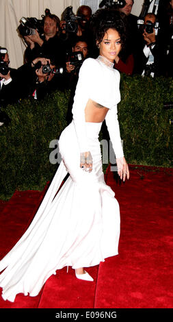New York, New York, USA. 5th May, 2014. RIHANNA attends the 2014 Costume Institute Benefit Gala opening of 'Charles - Stock Photo