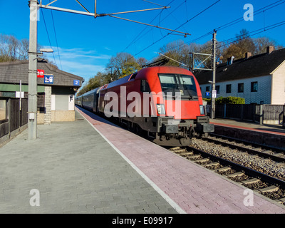 A small railway station (often ring - Upper Austria) without staff on the west section in Austria., Ein kleiner - Stock Photo