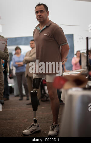 Mexico City, Mexico. 6th May, 2014. A man with an artificial leg participates in the 4th Fair of Rights of People - Stock Photo