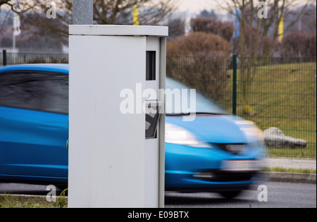 The speed of a car on a street is controlled by radar. Raderkasten as a radar case., Die Geschwindigkeit eines Autos - Stock Photo