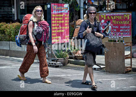 Backpackers. Backpacking couple touring Thailand S. E. Asia - Stock Photo