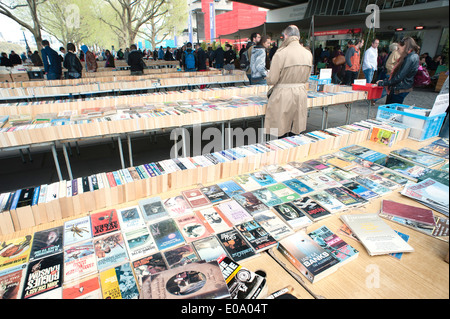 UK, England, London, Southbank. Southbank Centre book market under Waterloo Bridge on Queen's Walk. - Stock Photo