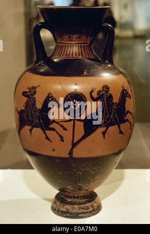 Greek art. Panathenaic amphora. Black figures. Riders throwing spears. 400 BC. National Archaeological Museum. Athens. Greece.