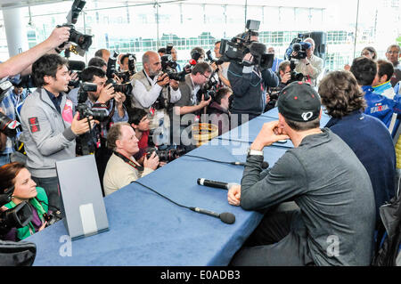 Belfast, Northern Ireland, UK. 7th May, 2014. Photographers gather to photograph cyclists at the press conference - Stock Photo