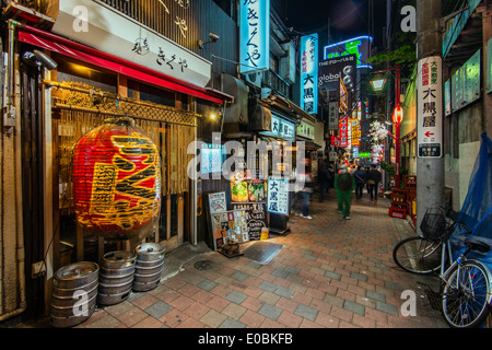Night view of alley in Shinjuku district, Tokyo, Japan - Stock Photo