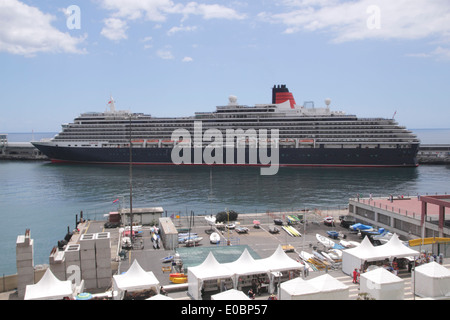 Cunard cruise liner Queen Victoria docked at Funchal Harbour Madeira April 2014 - Stock Photo