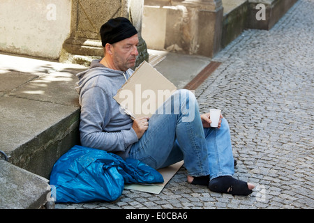 A jobless beggar is homeless and is hungry, Ein arbeitsloser Bettler ist Obdachlos und hat Hunger - Stock Photo