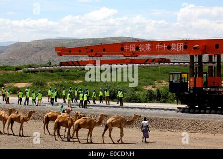 (140509) -- DIRE DAWA, May 9, 2014 (Xinhua) -- People work at the construction site of the electric railway in Dire - Stock Photo