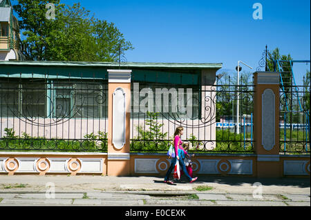Odessa, Ukraine. 8th May, 2014. Ukraine - Odessa - Daily life - A woman and her child take a walk in the city, Odessa, - Stock Photo