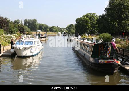 Sandford Lock on the River Thames near Oxford - Stock Photo
