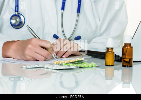 Doctor prescribes a drug. Special drugs and tablets are liable to recipe, Arzt verschreibt ein Medikament. Besondere - Stock Photo