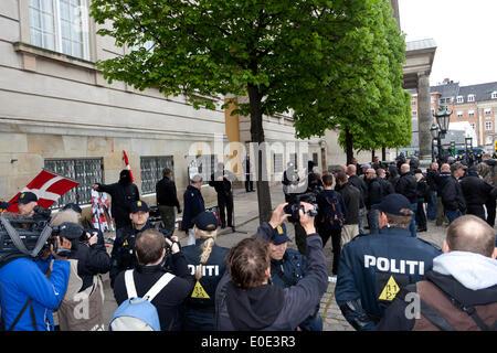 Copenhagen, Denmark. 10th May, 2014. Danish neo-Nazi party (Denmark's National Front, DNF) demonstration in front - Stock Photo