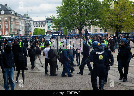 Copenhagen, Denmark. 10th May, 2014. Danish neo-Nazi party  demonstration in front of the parliament under the slogan: - Stock Photo