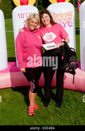Blenheim Palace, Oxfordshire, UK. 10th May, 2014. Helen Fospero, Linda Barker took part in the  Pink Ribbon walk - Stock Photo