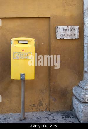 Postkasten, Vatikan - Mailbox, Vatican - Stock Photo