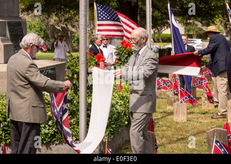 Descendants of Civil War soldiers retire the flag at a ceremony marking Confederate Memorial Day at Magnolia Cemetery - Stock Photo