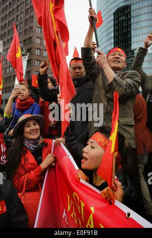 Vietnamese protest on May 11, 2014 at the Potsdamer Platz in Berlin, against violation of Vietnam's territorial - Stock Photo