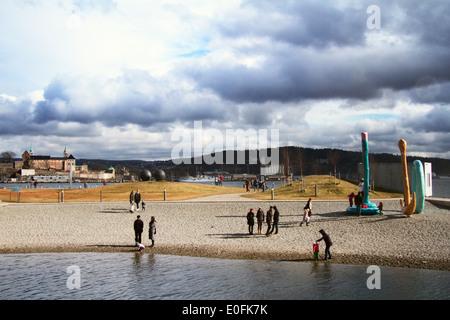 Europe; Norway; Oslo; Winter; Sea; Archipelago; Beach; Family; Child; Play; Sun; Lifestyle; Sculpture; Castle - Stock Photo