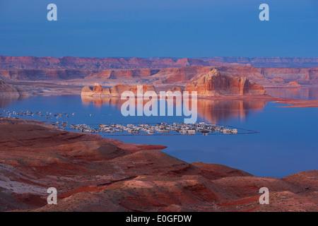 Lake Powell, Wahweap Bay and Wahweap Marina in the evening, Glen Canyon National Recreation Area, Arizona and Utah, USA, America