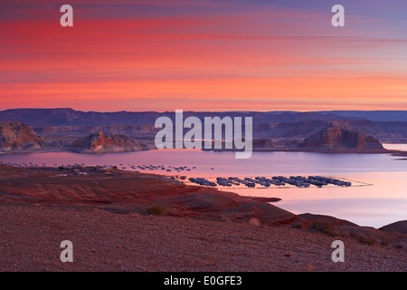 Lake Powell, Wahweap Bay and Wahweap Marina in the morning, Glen Canyon National Recreation Area, Arizona and Utah, USA, America