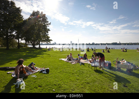 Barbeque on the Schwanenwik lawn, Alsterpark, east bank of the Outer Alster Lake, Aussenalster, Hamburg, Germany - Stock Photo