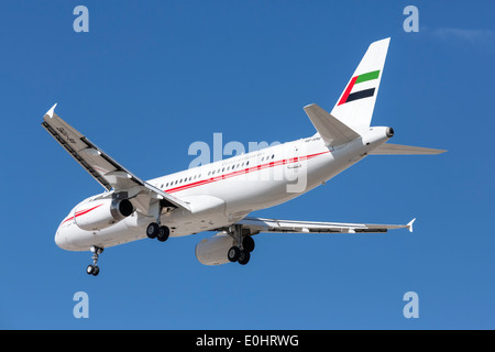 An Airbus A320 of UAE government on final approach - Stock Photo