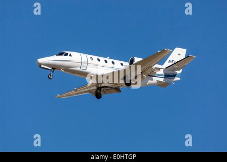 Cessna Citation bizjet on final approach - Stock Photo