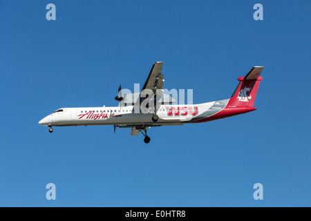 A Dash8 of Horizon/ Alaska airlines on final approach - Stock Photo