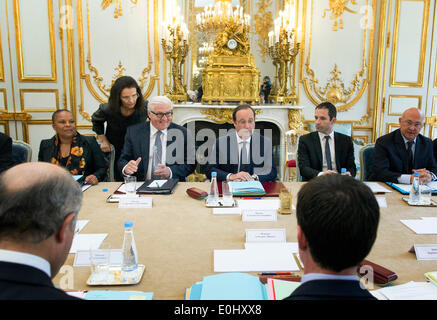 Paris, France. 14th May, 2014. German Foreign Minister Frank-Walter Steinmeier (2-L) attends the cabinet meeting - Stock Photo