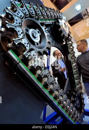 Chemnitz, Germany. 14th May, 2014. A tool chain magazine of the Gelenauer engineering company is on display at the - Stock Photo