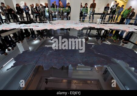 Chemnitz, Germany. 14th May, 2014. Visitors look at a model of a map of Saxony a day before the opening of the new - Stock Photo
