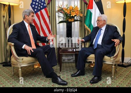 US Secretary of State John Kerry chats with Palestinian Authority President Mahmoud Abbas during their bilateral - Stock Photo