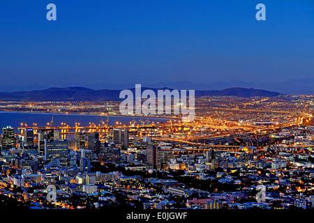 Blick vom Signal Hill auf Kapstadt zur blauen Stunde, Western Cape, Westkap, Suedafrika, Afrika - Stock Photo