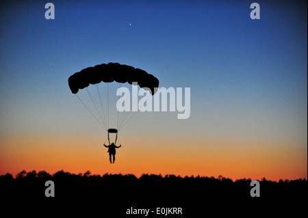 A U.S. Army Special Forces soldier practices a high altitude low opening (H.A.L.O.) jumps during Emerald Warrior - Stock Photo