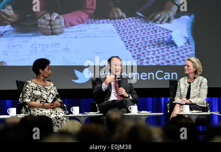 Washington DC, USA. 14th May, 2014. World Bank Group President Jim Yong Kim (C) speaks at the launch ceremony of - Stock Photo