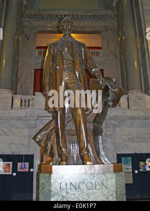 State of Abraham Lincoln in the rotunda of the Kentucky State Capitol Building in Frankfort - Stock Photo