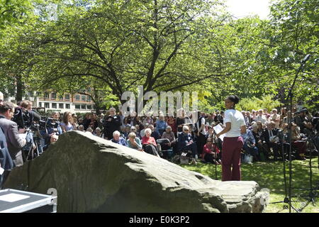 London, UK . 15th May, 2014. Relatives and supporters of those who have stood against war gathered in a rememberence - Stock Photo