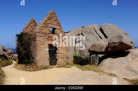 Pink granite coast,the old powder house,Ploumanac'h,Cotes-d'Armor,Tregor,Bretagne,Brittany,France - Stock Photo