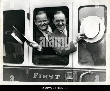 Aug. 08, 1932 - Laurel & Hardy at Paddington prior to departure for the USA - Stock Photo