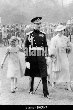 King George VI walking with wife Queen Elizabeth and daughter Princess Elizabeth