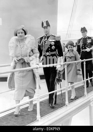 King George VI with wife Queen Elizabeth and daughter Princess Elizabeth on bridge